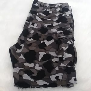 Men's Size 40 Levi's Gray Black Camo Cargo Shorts